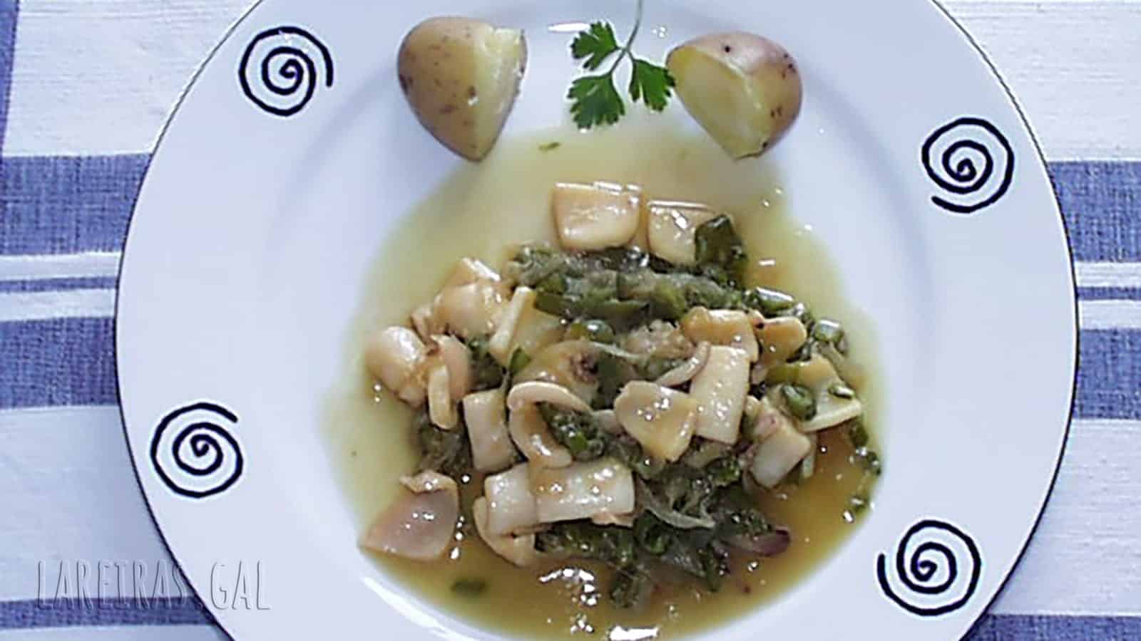 Squid with onions and green pepper