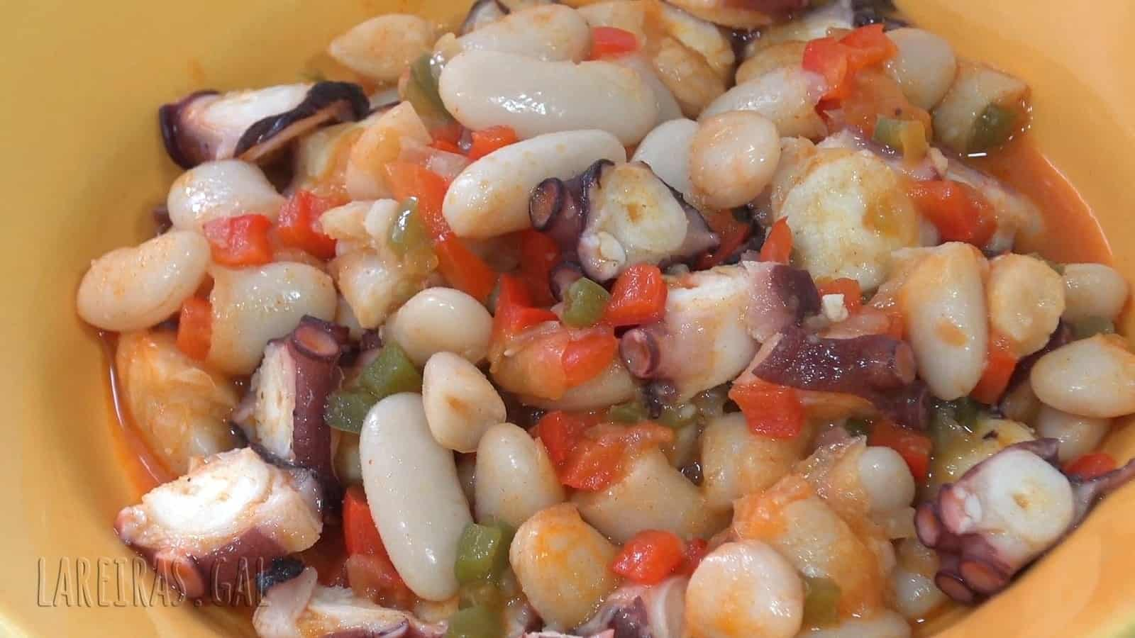 Beans with octopus