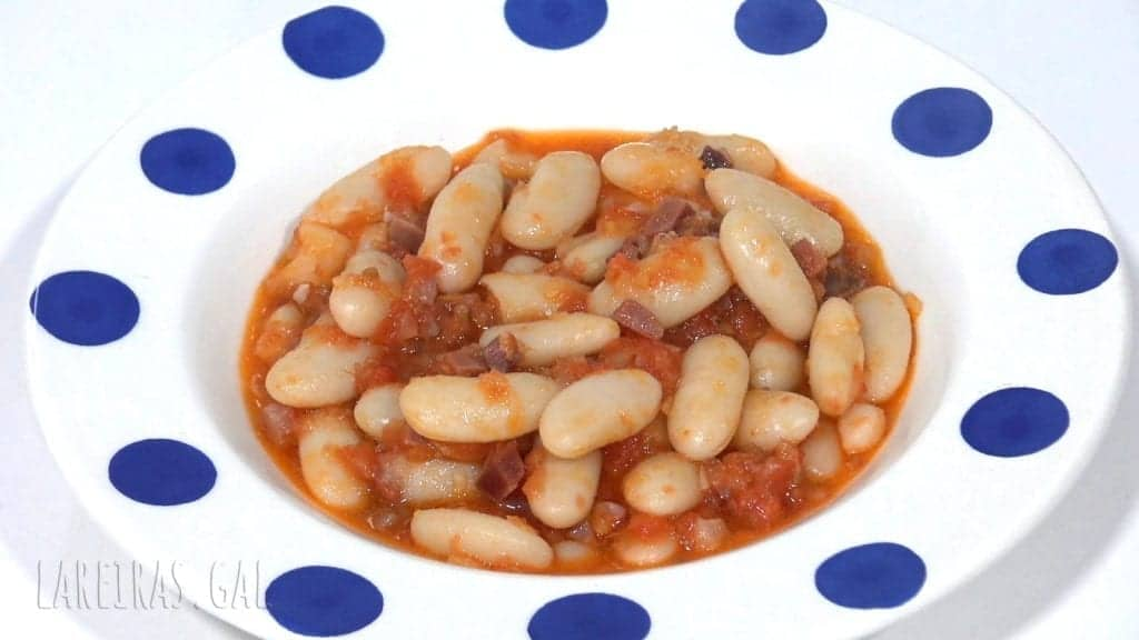 White beans with ham and tomato